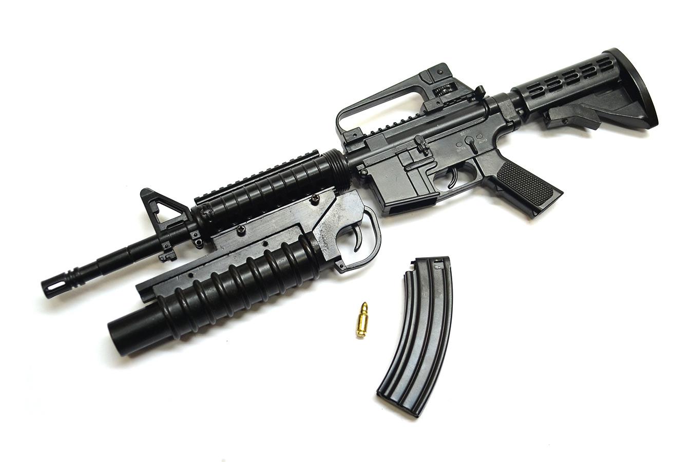 Макет автоматического карабина Colt M4A1 в масштабе 1:3