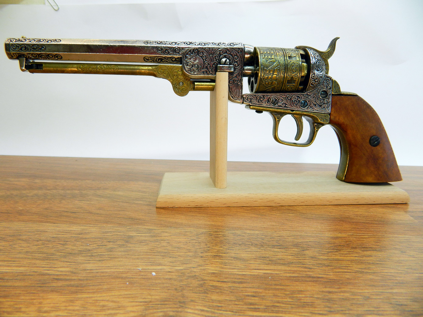 Подставка для пистолета изображение 1
