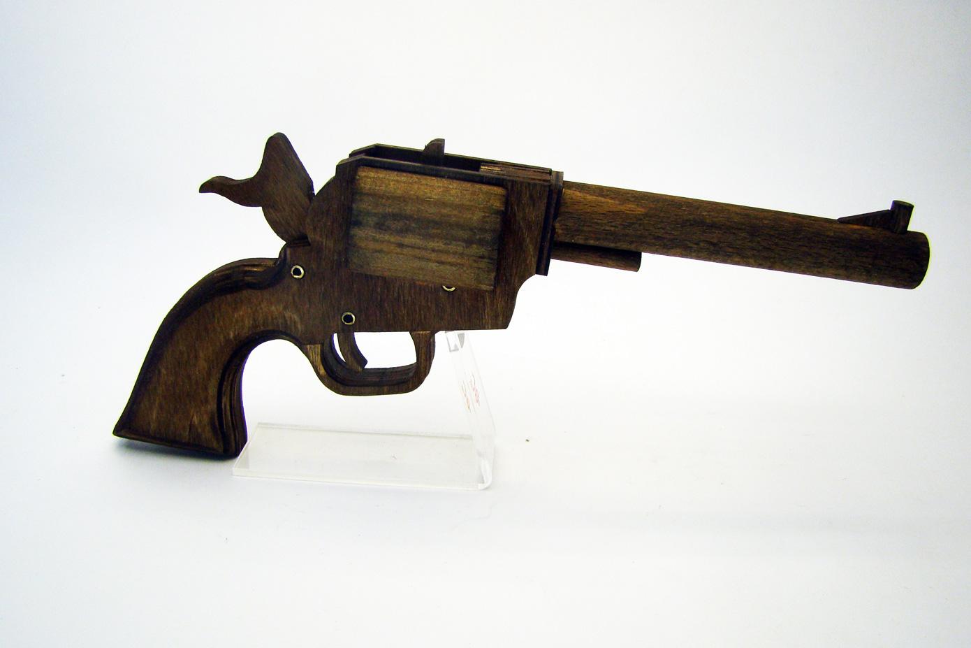Colt PeaceMaker стреляет резинками изображение 1