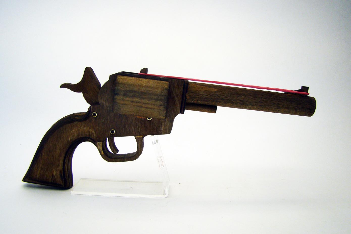 Colt PeaceMaker стреляет резинками изображение 2