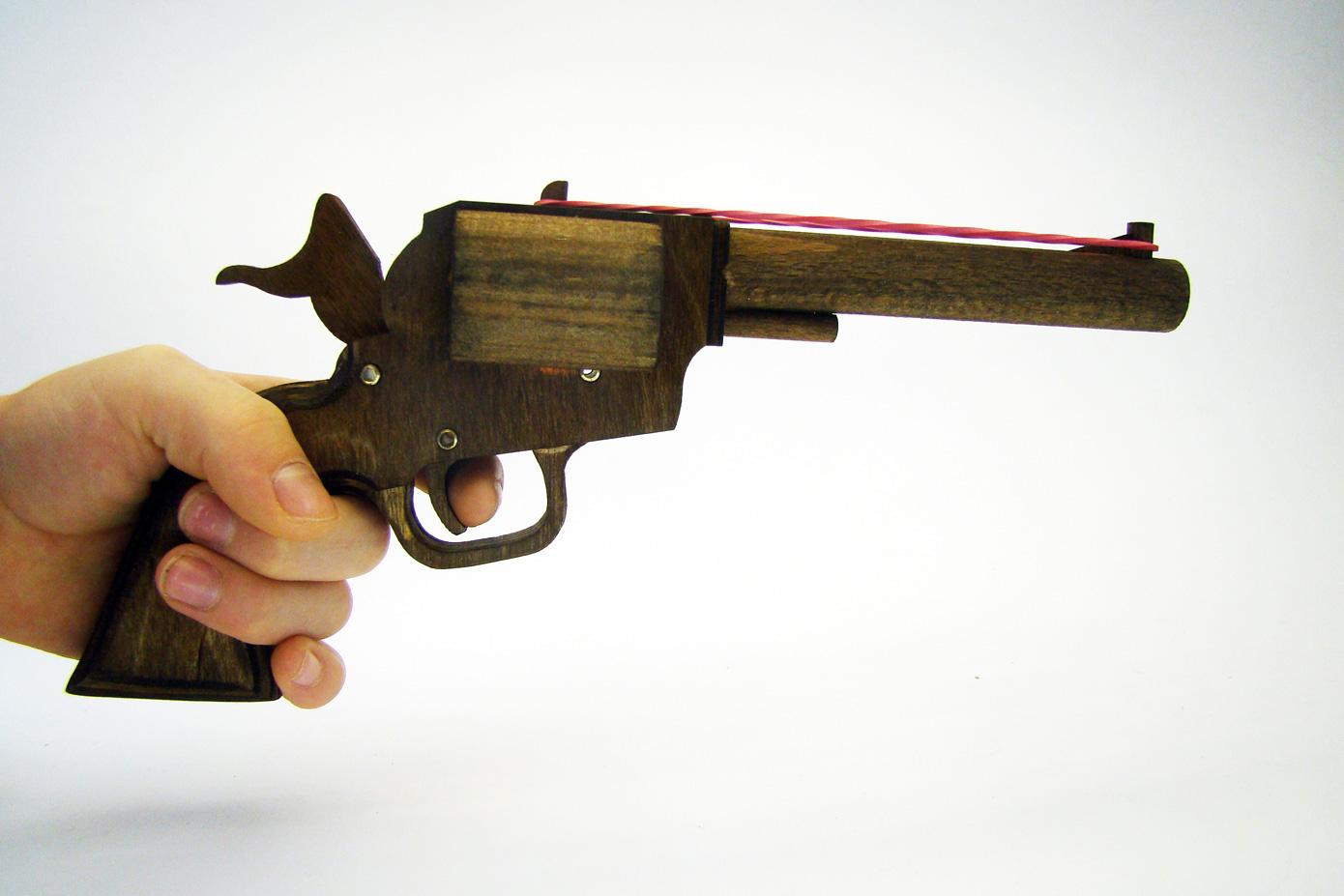 Colt PeaceMaker стреляет резинками изображение 3