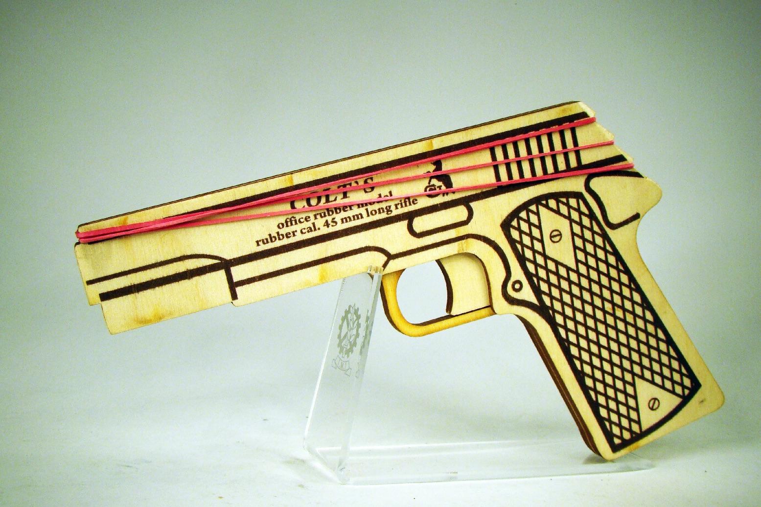 Colt 1911A1 стреляет резинками изображение 1